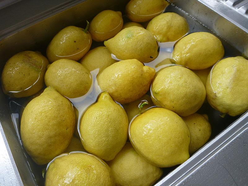 soaking lemons in basin
